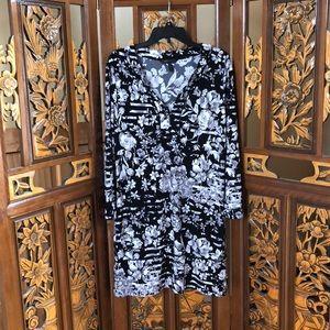BCBGMaxAzria Monochrome Floral Shift Dress Size L
